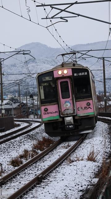 青森観光の魅力、カメラを持って観光、鉄道写真も良いね、青い森鉄道の駅舎の魅力・新しい車両がデビュー_d0181492_00313349.jpg