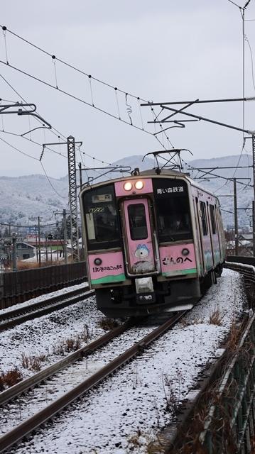 青森観光の魅力、カメラを持って観光、鉄道写真も良いね、青い森鉄道の駅舎の魅力・新しい車両がデビュー_d0181492_00314255.jpg