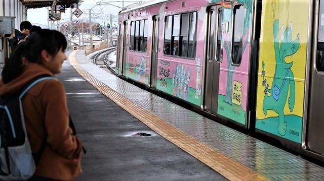 青森観光の魅力、カメラを持って観光、鉄道写真も良いね、青い森鉄道の駅舎の魅力・新しい車両がデビュー_d0181492_00314905.jpg
