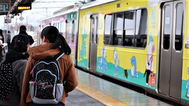 青森観光の魅力、カメラを持って観光、鉄道写真も良いね、青い森鉄道の駅舎の魅力・新しい車両がデビュー_d0181492_00315762.jpg