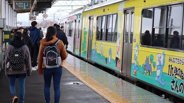 青森観光の魅力、カメラを持って観光、鉄道写真も良いね、青い森鉄道の駅舎の魅力・新しい車両がデビュー_d0181492_00320689.jpg