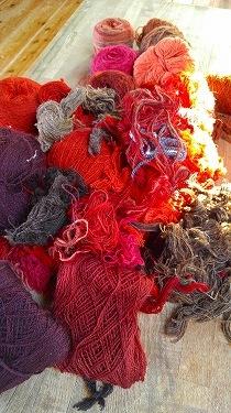 染めて紡いで織る日々始まりました_e0221697_15572610.jpg