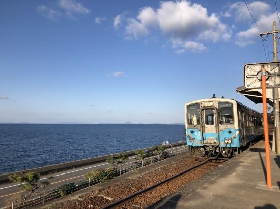 予讃線と下灘駅で初日の入り_f0197215_11364019.jpg
