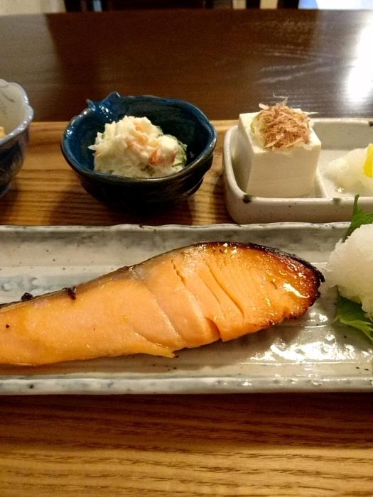 那覇・桜坂 「リゾム」 美味!自家製 鮭の味噌漬け焼き定食_c0362623_12203659.jpg