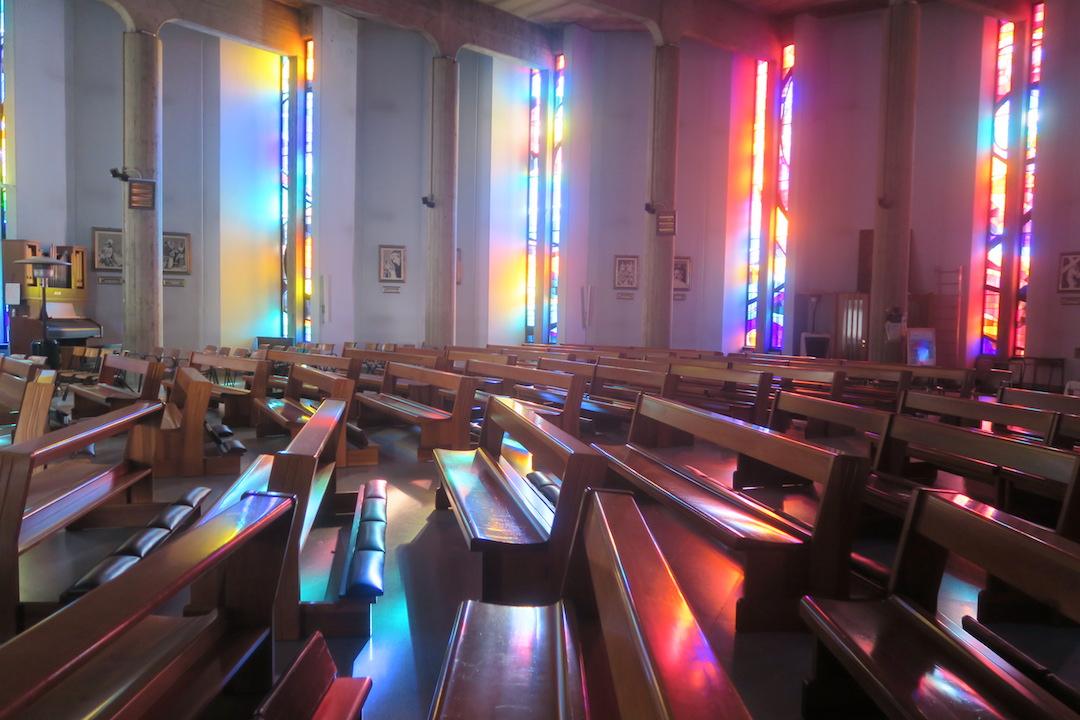 虹色の光きれいなプレゼーペ、オルヴィエート_f0234936_8504242.jpg