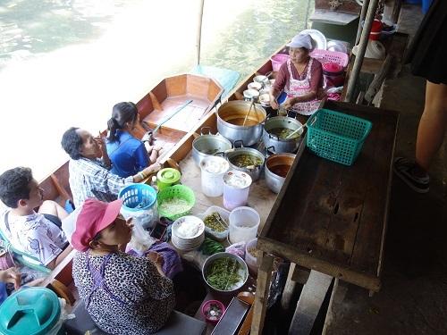 クローンラットマヨム水上マーケットで舟ソバ食べて満足のランチ_c0030645_21512753.jpg