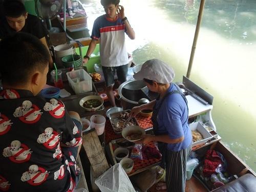 クローンラットマヨム水上マーケットで舟ソバ食べて満足のランチ_c0030645_21513438.jpg