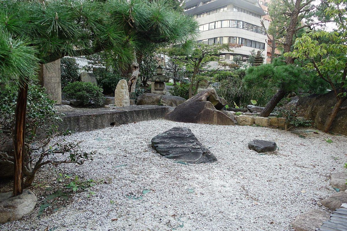 南御堂庭園 獅子吼園_c0112559_08341572.jpg