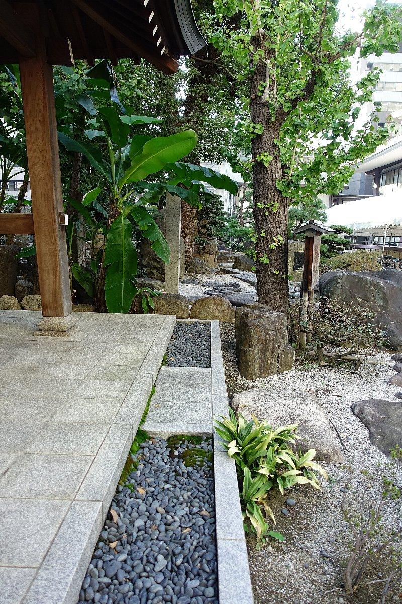 南御堂庭園 獅子吼園_c0112559_08431447.jpg
