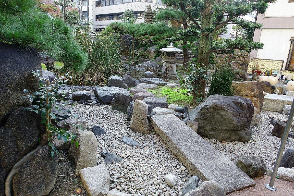 南御堂庭園 獅子吼園_c0112559_08472415.jpg