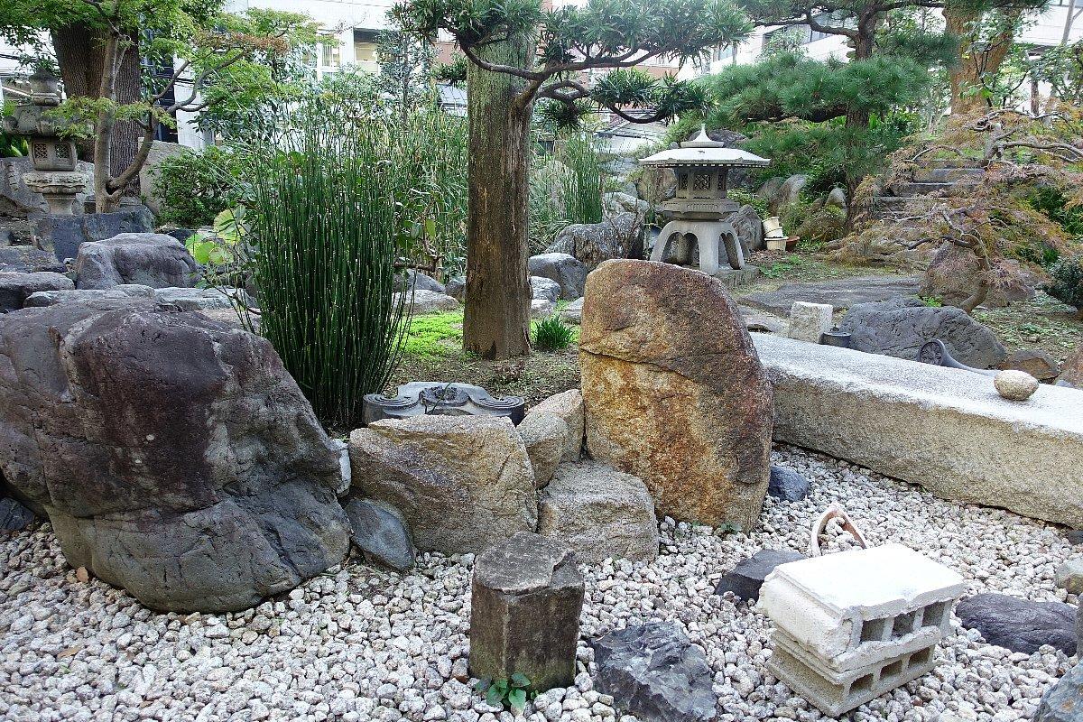 南御堂庭園 獅子吼園_c0112559_08483935.jpg