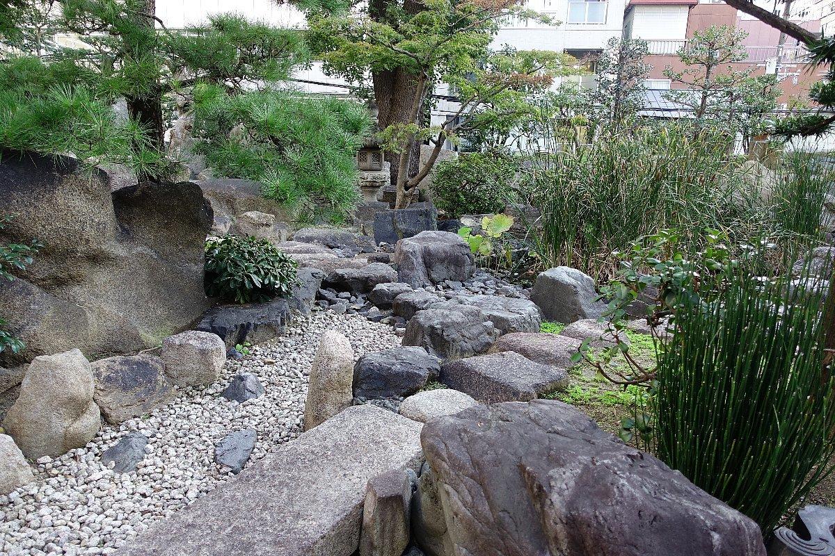 南御堂庭園 獅子吼園_c0112559_08495459.jpg