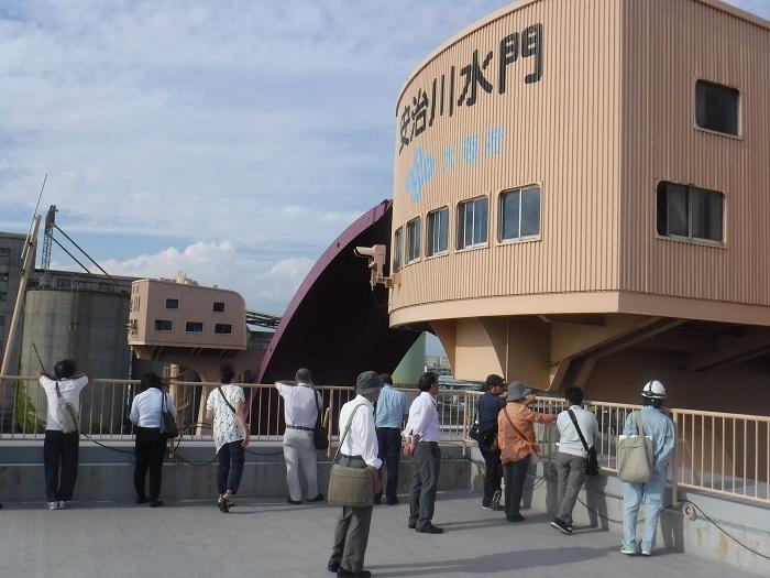 ◆安治川アーチ水門 ~水の都の唯一無二の水門♪~ _f0238779_15142390.jpg
