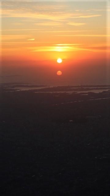謹賀新年と富士山の美しい姿、大阪城と夕日は萌える様な美しさ・・・・・大阪城、夕日、富士山のある情景_d0181492_17401164.jpg