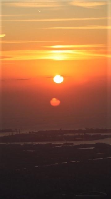 謹賀新年と富士山の美しい姿、大阪城と夕日は萌える様な美しさ・・・・・大阪城、夕日、富士山のある情景_d0181492_17401862.jpg