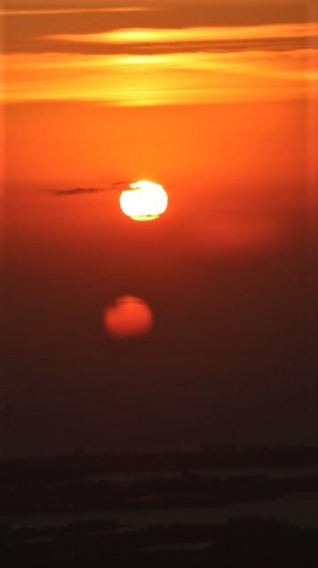 謹賀新年と富士山の美しい姿、大阪城と夕日は萌える様な美しさ・・・・・大阪城、夕日、富士山のある情景_d0181492_17402574.jpg