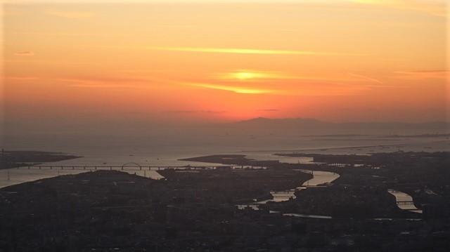 謹賀新年と富士山の美しい姿、大阪城と夕日は萌える様な美しさ・・・・・大阪城、夕日、富士山のある情景_d0181492_17413151.jpg
