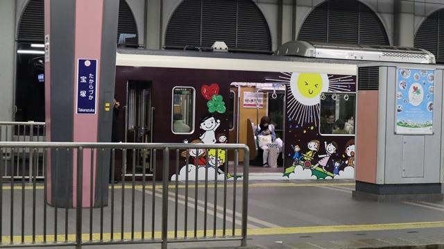 お洒落な阪急電車、楽しい阪急電車・・・最近特に子供たちがカメラを持って阪急沿線に立っています_d0181492_17423158.jpg