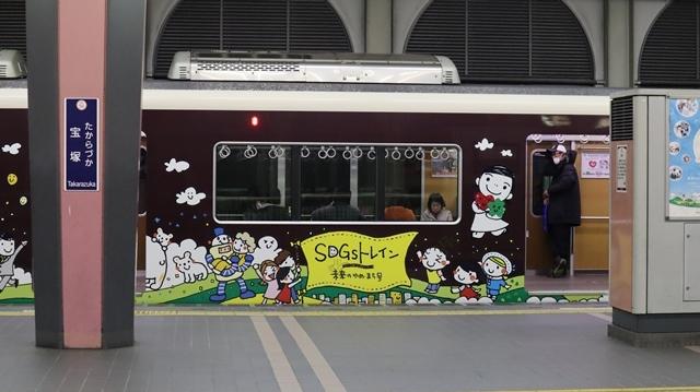 お洒落な阪急電車、楽しい阪急電車・・・最近特に子供たちがカメラを持って阪急沿線に立っています_d0181492_17424828.jpg