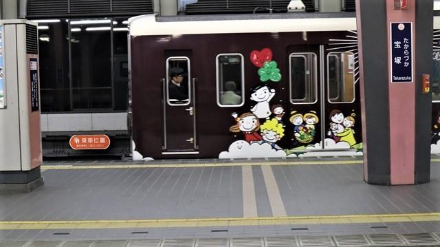 お洒落な阪急電車、楽しい阪急電車・・・最近特に子供たちがカメラを持って阪急沿線に立っています_d0181492_17432680.jpg