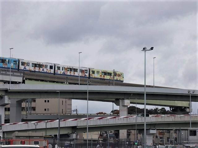 お洒落な阪急電車、楽しい阪急電車・・・最近特に子供たちがカメラを持って阪急沿線に立っています_d0181492_23321007.jpg