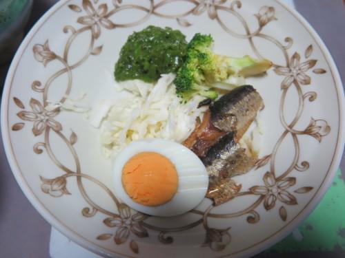 朝:味噌焼き🍙、味噌汁&野菜ジュース 昼:焼餅 夜:五目御飯、鰯の缶詰、メカブ&具沢山味噌汁_c0075701_16320050.jpg