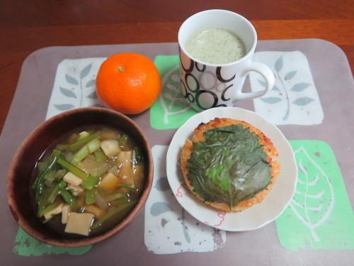 朝:味噌焼き🍙、味噌汁&野菜ジュース 昼:焼餅 夜:五目御飯、鰯の缶詰、メカブ&具沢山味噌汁_c0075701_16323124.jpg