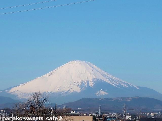 今朝の富士山*お年賀のお菓子_d0147030_19500663.jpg
