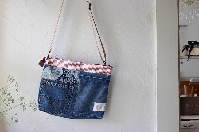 ブティック社『ジーンズで袋物』デニムリメイクのサコッシュ♪_f0023333_21540322.jpg
