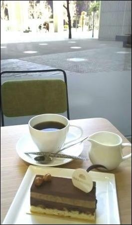 「ひとりカフェ」の効用_f0159480_22594803.jpg