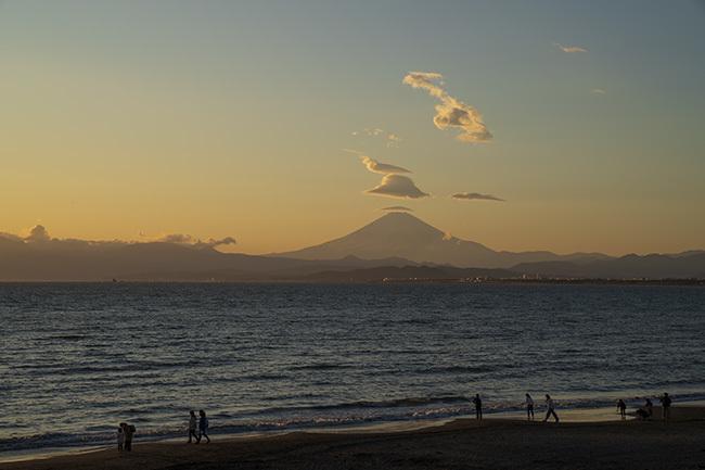 片瀬海岸からの笠雲_b0145398_19503970.jpg