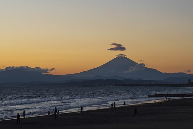 片瀬海岸からの笠雲_b0145398_19551260.jpg