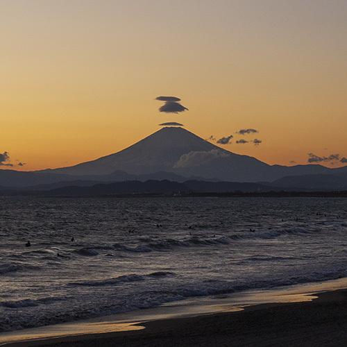 片瀬海岸からの笠雲_b0145398_19572160.jpg