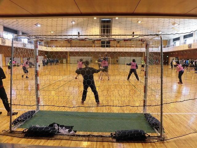 男女そろって県大会優勝を! 富士高ハンドボール部の2020年「初投げ」_f0141310_07530130.jpg