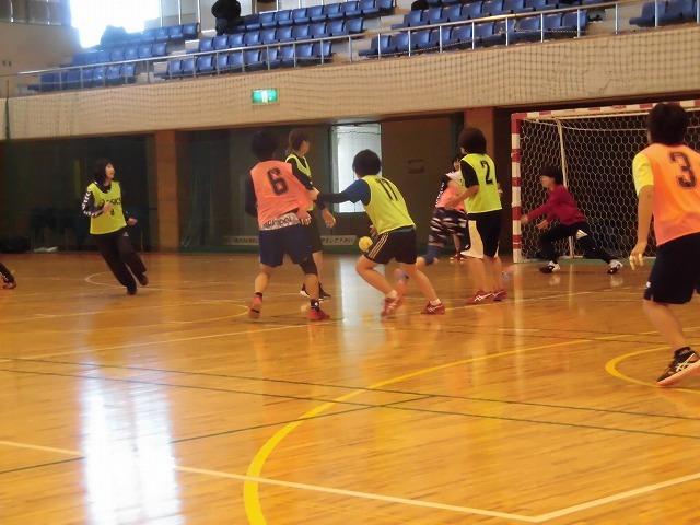 男女そろって県大会優勝を! 富士高ハンドボール部の2020年「初投げ」_f0141310_07532131.jpg