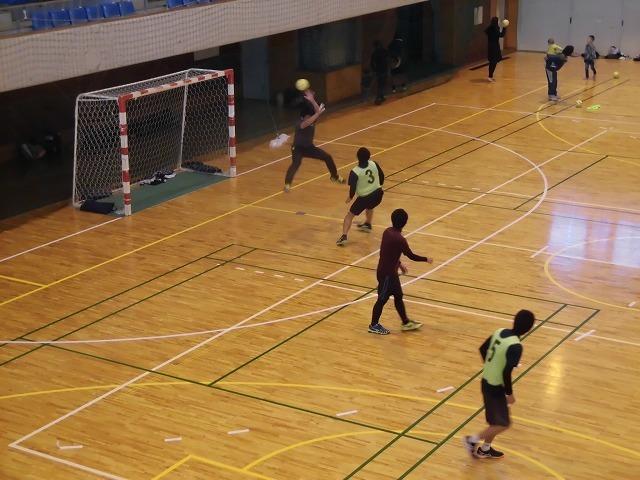 男女そろって県大会優勝を! 富士高ハンドボール部の2020年「初投げ」_f0141310_07540236.jpg