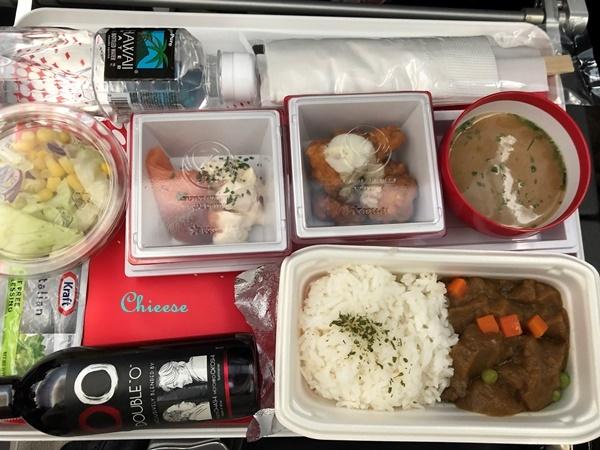 JAL ホノルル便 エコノミークラス 復路 2019_e0158121_12551043.jpg