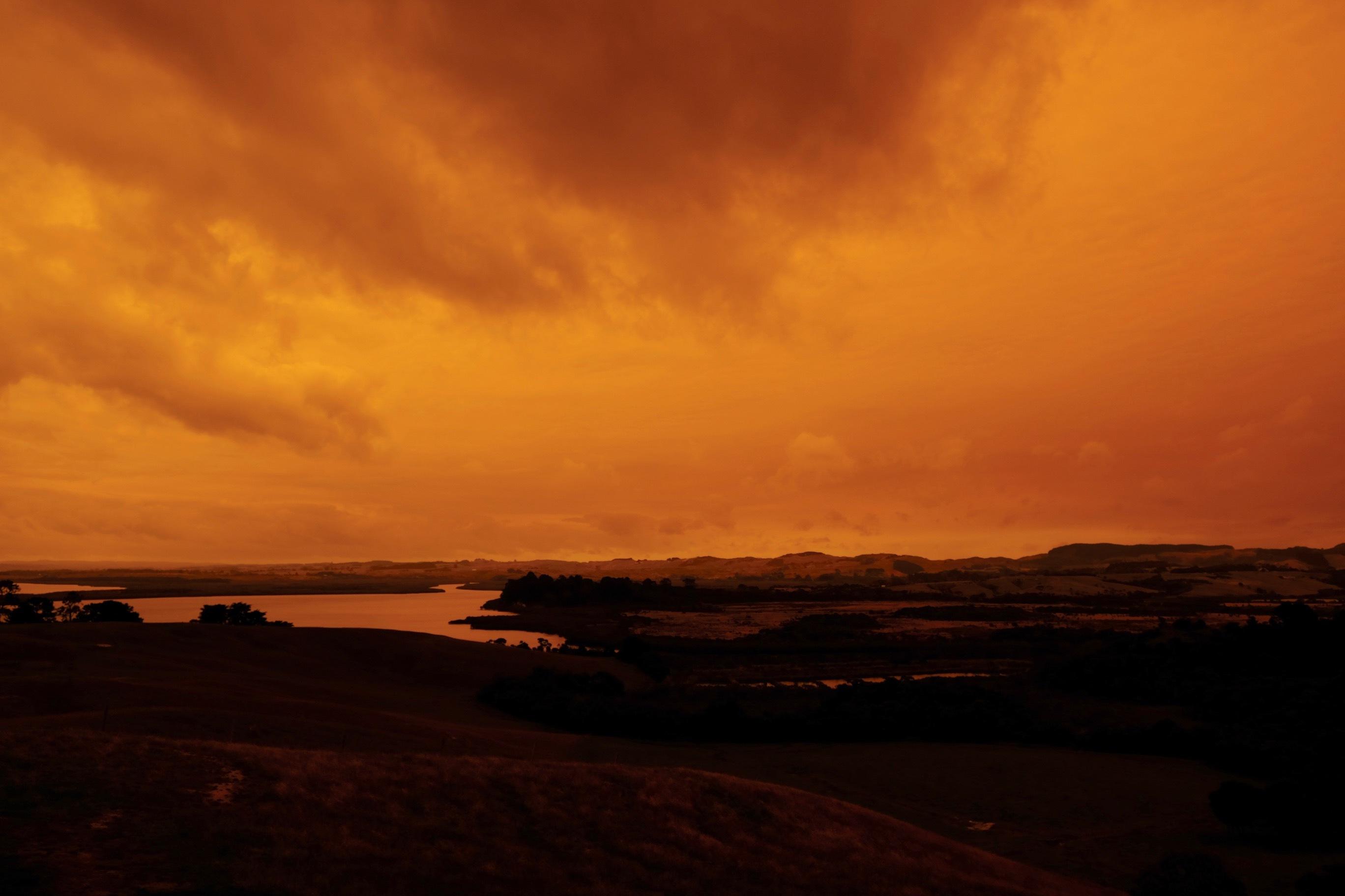 赤い空、グラスハウス、ログハウス内装/ Orange Sky, Glasshouse, Log Cabin Interior_e0310424_19111705.jpg