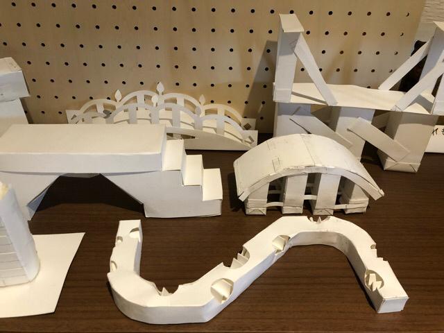 4つ切り画用紙を使って、橋を造る!!_f0373324_15520815.jpg