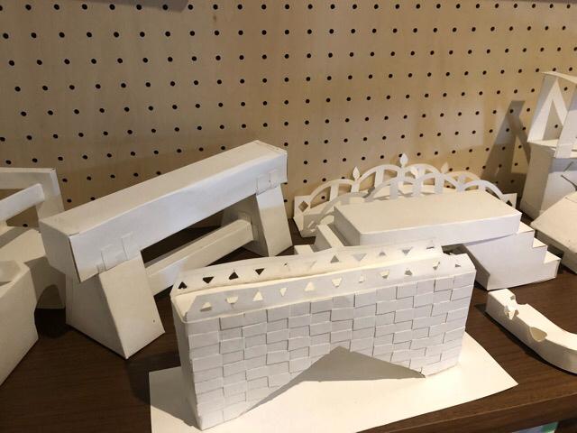 4つ切り画用紙を使って、橋を造る!!_f0373324_15520903.jpg