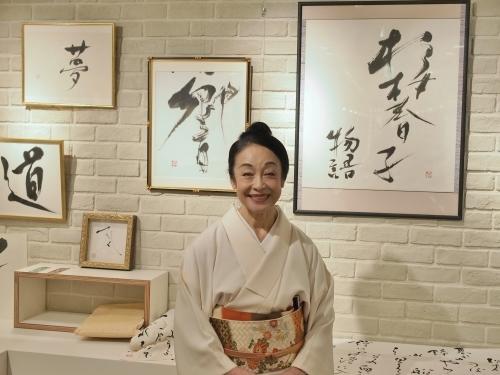 女優・二宮さよ子 書展がスタートしました!_e0195325_18582604.jpg