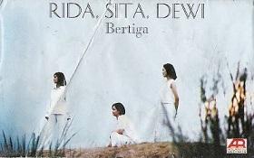 インドネシアの作家/歌手・ディー・レスタリさんのアルバム:Rida Sita Dewi(Satu & Bertiga)_a0054926_11305022.jpg