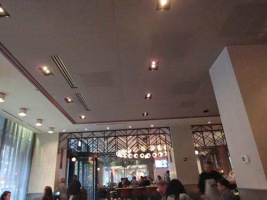 シカゴ初日のディナーはホテルのレストランで_e0303431_18370132.jpg