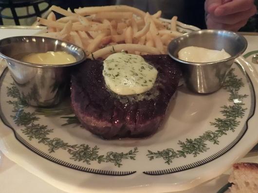 シカゴ初日のディナーはホテルのレストランで_e0303431_18431303.jpg