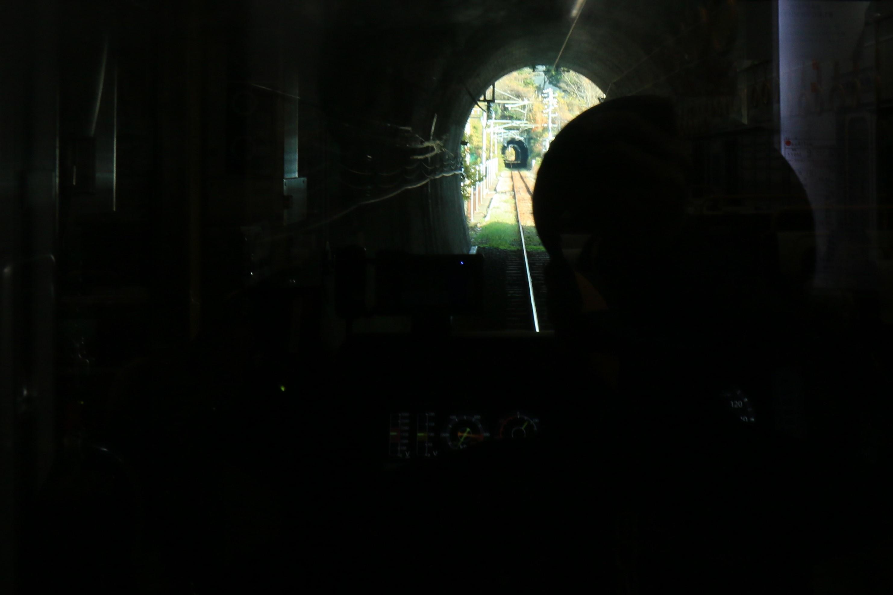 トンネルの向こうにトンネルが_f0371447_08070634.jpg
