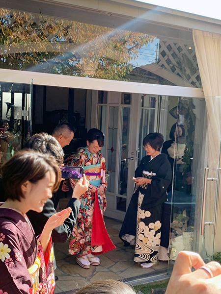 黒引き振袖の可憐な花嫁姿、輝いています_b0098077_19532132.jpg
