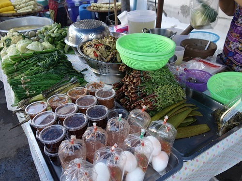 最近の中食(なかしょく)生活@バンコクのアパート_c0030645_00365702.jpg