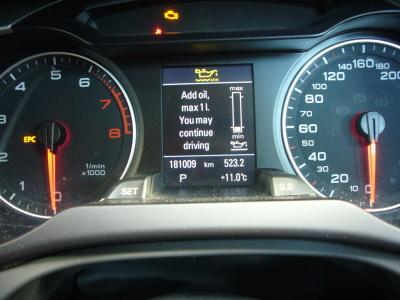 アウディA4 エンジンオイル警告灯点灯 整備_c0267693_18100214.jpg