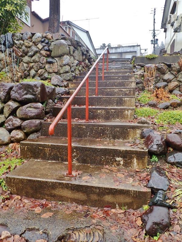 新参道の階段手すりを片付けました_c0336902_21120932.jpg