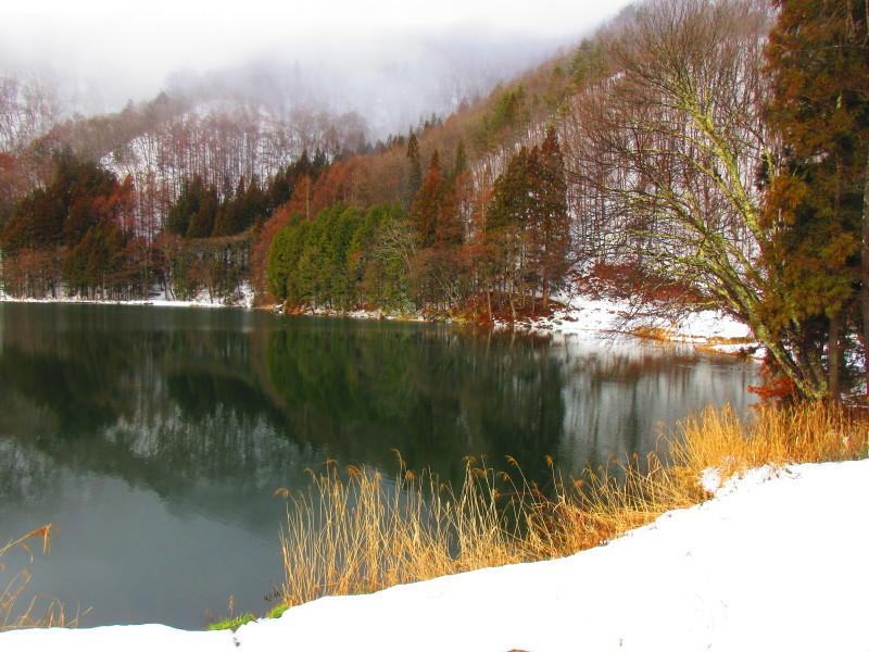 神秘的な青木湖_b0140235_11084626.jpg